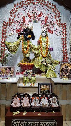 Mornings Srimad Bhagavatam - HG Vajranabh Pr  #Sunday Love Feast  आरत करतन कथ परसदम   Program starts at 7 PM  Everyone is cordially invited.  PLS NOTE THE CHANGE IN TIMINGS  1 Apr 2018 - शर शर रध मधव मगल आरत दरशन   #krishna #devotion #love