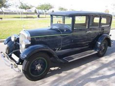 I WANT THIS CAR. 1927 STUDABAKER; NAVY BLUE EXTERIOR & MINT GREEN INTERIOR; RIGHT HAND DRIVE.