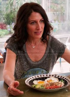 Abby's grateful graphic tee on Girlfriends Guide to Divorce Girlfriends Guide To Divorce, Lisa Edelstein, Grateful Dead, Graphic Tees, Style Ideas, Food, Dancing, Queen, Play