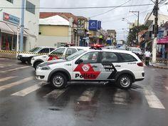 Bandidos invadem agência do Santander na Vila dos Lavradores, mas fogem sem levar nada - Fotos Acontece Botucatu  A Polícia Militar de Botucatu recebeu na manhã deste sábado, dia 18, uma denúncia via Copom de que bandidos teriam invadido a agência do Banco Santander da Vila dos Lavradores, na Rua Major Matheus. Por volta das 8 horas, diversas viaturas já estavam em todo entorno do - http://acontecebotucatu.com.br/policia/bandidos-invadem-agencia-santander-na-vila-d