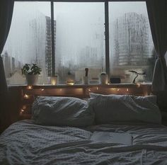 Makes you wanna watch movies and listen to the rain (i.it) submitted by iftheycatchus to /r/CozyPlaces 0 comments original - Architecture and Home Decor - Buildings - Bedrooms - Bathrooms - Kitchen And Living Room Interior Design Decorating Ideas - Dream Rooms, Dream Bedroom, Dance Bedroom, City Bedroom, Home Design, Interior Design, Design Design, Design Ideas, Cozy Room