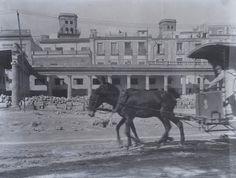 Derribo del viejo mercado. Situado en el Paseo de los Mártires (Explanada) Año: 1915. Archivo Ayuntamiento. Colección: FRANCISCO SÁNCHEZ