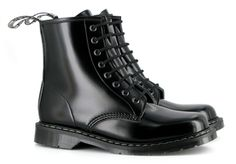 Boulder Boot Smooth Lite (Black). Made in the UK (unlike Doc Martens which are made in China) by a completely vegan company. Totally worth it! UK size 5. (US size 7)
