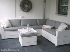 Stylish bench in white painted scaffolding - Maria Birkely in 2020 Outdoor Furniture Plans, Lawn Furniture, Pallet Furniture, Garden Sofa, Garden Seating, Backyard Patio Designs, Diy Patio, Outdoor Couch, Outdoor Lounge