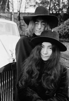 From Pharrell to Coco Chanel: The 26 Most Iconic Hats of All Time Who: Yoko Ono and John Lennon Signature hat: These free spirits prefer structured hats. Foto Beatles, Les Beatles, Beatles Funny, Ringo Starr, Paul Mccartney, George Harrison, John Lennon Yoko Ono, Jon Lennon, Joko