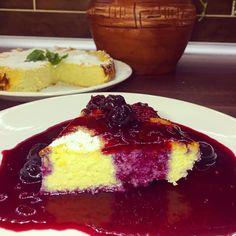 https://www.dietas-termekek-webshop.hu/sargabarackos_cukkinis_paleo_turotorta, tésztába citromhéj és vanília. Öntet: víz, citrom-és narancshéj, cukorpótló, forralni, gyümölcs, keményítővel sűríteni.