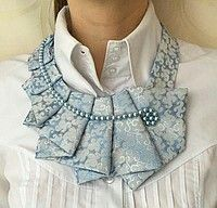 Колье-галстук crafts for men, Fabric Necklace, Fabric Jewelry, Diy Fashion, Ideias Fashion, Fashion Dresses, Sewing Clothes, Diy Clothes, Sewing Hacks, Sewing Crafts