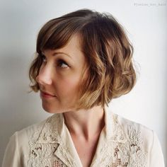 Vintage Hairstyles With Bangs Jaw Length Curly Bob With Bangs - Short Haircuts With Bangs, Asymmetrical Bob Haircuts, Bob Haircut With Bangs, Bob Haircuts For Women, Curly Bob Hairstyles, Short Curly Hair, Vintage Hairstyles, Short Hair Cuts, Curly Hair Styles