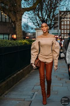 Winnie Harlow earlier than the Burberry style show. The submit London Fall 2020 Street Style: Winnie Harlow appeared first on STYLE DU MONDE New Street Style, Autumn Street Style, Street Chic, Street Styles, Winnie Harlow, Fashion 2020, Fashion Models, Street Fashion, Fashion Trends