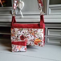 Fanny Muller sur Instagram: Apres m'avoir donné un peu de fil à retordre le voilà fini... Un jolie petit sac à main avec des couleur printanière... Vous…
