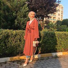 Hijab Fashion Summer, Modern Hijab Fashion, Muslim Women Fashion, Hijab Fashion Inspiration, Abaya Fashion, Modest Fashion, Fashion Outfits, Hijab Chic, Modest Outfits