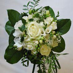 Brudbukett i vitt och grönt - Wedding bouquet white and green