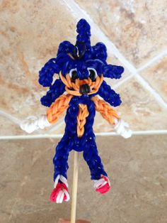 Rainbow Loom SONIC the HEDGEHOG. Designed and loomed by Cheryl Spinelli. Rainbow Loom FB page. 03/06/14.