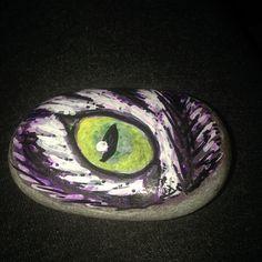 Cat eye pebble