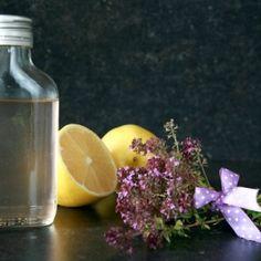 Mateřídouškový sirup | Jíme rádi Home Canning, Vodka Bottle, Glass Vase, Drinks, Recipes, Food, Nature, Lemon, Syrup