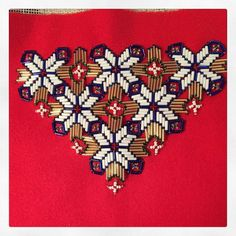 Bilderesultat for bringeduker til bunad Hardanger Embroidery, Cute Designs, Hashtags, Ornaments, Photo And Video, Sewing, Instagram Hashtag, How To Make, Belts
