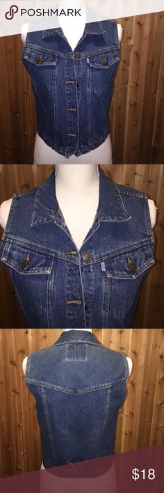 """🆕 Listing """"Vintage"""" Levi Strauss & Co Vest 🆕 Listing """"Vintage"""" Levi Strauss & Co Vest. Found this in the back of the closet! One of my favorite brands. True denim quality! Measurements can be done upon request. Levi's Jackets & Coats Vests"""