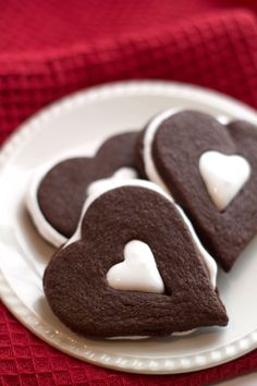 This recipe for Chocolate Marshmallow Linzer Cookies is like a cup of hot chocolate baked into a cookie! What better combination is there than chocolate and marshmallow? Cookie Desserts, Cookie Bars, Fun Desserts, Cookie Recipes, Dessert Recipes, Cookie Ideas, Linzer Cookies, Cake Cookies, Sugar Cookies