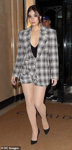 Hailee Steinfeld rocks an Eighties inspired look in an oversized plaid blazer and white tights Pantyhose Outfits, Pantyhose Heels, Heels Outfits, Tights And Heels, Pantyhose Fashion, Stockings Heels, Hot Outfits, Nylons, Seinfeld