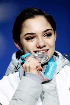 Medvedeva, Female Athletes, Figure Skating, Skate, Fangirl, Russia, Posts, Lady, Fan Girl