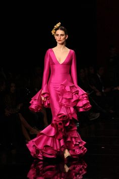 Vicky Martin Berrocal - SIMOF 2015 Flamenco Costume, Flamenco Skirt, Flamenco Dancers, Flamenco Dresses, Couture Dresses, Fashion Dresses, Rose Bonbon, Mexican Dresses, Pink Outfits