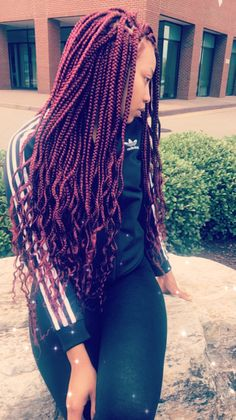 If box braids are your go-to protective style, sooner or later you might find yourself wanting to experiment with color. Here are 30 colored box braids styles. Colored Box Braids, Blonde Box Braids, Short Box Braids, Curly Braids, Long Braids, Braids For Black Women Box, Black Girl Braids, Braids For Black Hair, Twists
