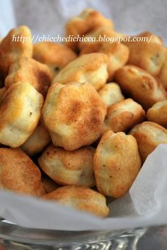 The chicche: Philadelphia and Pepe biscuits Appetizer Recipes, Snack Recipes, Cooking Recipes, Antipasto, Salty Foods, Snacks Für Party, Appetisers, Bocconcini, Street Food