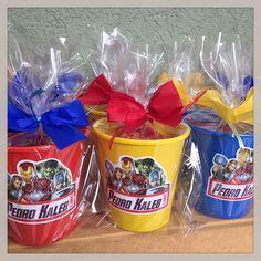 Mais potinhos de guloseimas dos Vingadores, desta vez para o Pedro Kabeb! #vingadores #avengers #lembrancinha #personalizados #festamenino #ratchimbum #loja #novaodessa