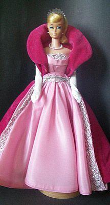 #993 Sophisticated Lady Foto: barbiesiten.com Vintage Barbie Clothes, Doll Clothes, Vintage Dolls, Barbie Images, Pink Doll, Beautiful Barbie Dolls, Barbie Collection, Barbie Friends, Barbie And Ken