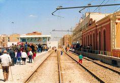 Caminos de Ferro: E.V. Cabañal, realidad o miniatura. Alicante, Spain, Street View, Valencia Spain, Old Advertisements, Driveways, Parking Lot, Antique Photos, Miniatures