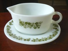 Vintage Green Pyrex Gravy Boat and Underplate Crazy Daisy Spring Blossom