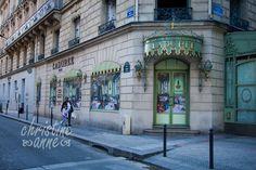 Ladurée, on avenue des Champs-Élysées | Paris Travel