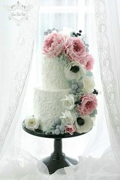 cake with anemones and peonies