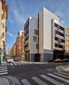 Completed in 2015 in Zaragoza, Spain. Images by Eugeni Pons. This residential building makes the most of a tiny space that enjoys a privileged location on a chamfered sidewalk street corner.  The public space...