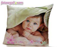 La tua mamma vorrebbe tenerti sempre tra le sue braccia ma tu magari vivi fuori città? Regalale un foto cuscino personalizzato con la vostra foto insieme, ogni volta che lo abbraccerà le sembrerà di averti con sè :)  http://www.fotoregali.com/accessori-casa/cuscini