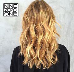 Golden hour hair by #901artist @lindseyneavitthair! #goldenhair #blonde