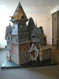 dinolich:  HEY! It's the model of Count Olaf's mansion from The Series of Unfortunate Events movie!