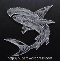 A cool shark craft. String Art Templates, String Art Patterns, String Art Diy, Arte Linear, Embroidery Cards, Homemade Art, Thread Art, Pin Art, Art Model