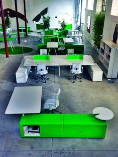 Oficinas modernas y de dise o espacio betty muebles de for Muebles de oficina iman