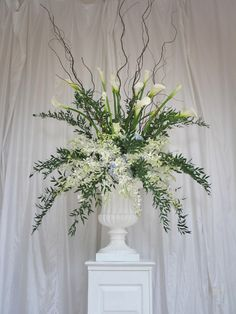 Lee Forrest Design creates beautiful wedding and event designs.