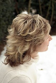 Medium Shag Haircut Back View Medium Short Hair, Short Hair With Layers, Short Hair Cuts, Medium Hair Styles, Curly Hair Styles, Mom Hairstyles, Feathered Hairstyles, Pretty Hairstyles, Layered Hairstyles