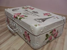 Stara walizka Decoupage Old suitcase decorated with decoupage