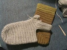 Hibernaatiopesäke: Old Year& resolution: needle sock pattern. As I promised: how to make a sock nalbinded. Hibernaatiopesäke: Old Years resolution: needle sock pattern. As I promised: how to make a sock nalbinded. Loom Knitting, Knitting Socks, Knitting Patterns, Crochet Patterns, Viking Garb, Viking Knit, Crochet Slippers, Knit Or Crochet, Techniques Textiles