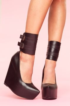 Ok everything else that even looks remotely like this I have generally passed over...several reasons I dont want this to be the longest explanations in history....but these....I am actually kinda diggin...seriously these are kinda hot....