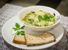 Sopa de Espinafre com Batata Doce  Que tal uma sopa cremosa super saudável para a sua refeição? Creme de Batata Doce e Espinafre com um toque de Alho Poró....