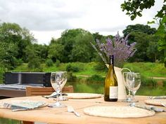 Brompton Lakes is a stunning collection of luxury lakeside bedroom lodges in Yorkshire. Enjoy the unique design of this eco-friendly holiday retreat!