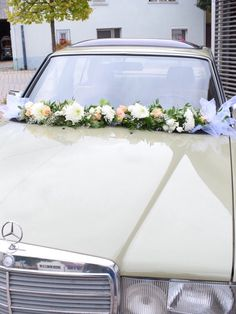 Blumengirlande Hochzeitsauto