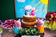 Para comemorar os 3 anos da Olívia, a mamãe Isabella escolheu como protagonista a porquinha mais fofa do momento: Peppa Pig! A festa, decorada pela Madame