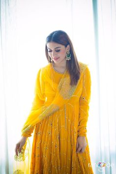 Hansika motwani cutest tollywood tempting insane beauty face unseen latest hot sexy images of her body show and navel pics with big cleavage. London Fashion Weeks, Milan Fashion, Kurta Designs, Indian Wedding Outfits, Indian Outfits, Indian Clothes, Pakistani Dresses, Indian Dresses, Punjabi Dress
