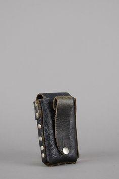 Harley Davidson Distressed Leather Studded Cigarette Case – One More Chance Vintage Vintage Denim, Vintage Black, Vintage Accessories, Bag Accessories, Distressed Leather, Black Leather, Custom Leather Belts, Studded Denim, Silver Flats
